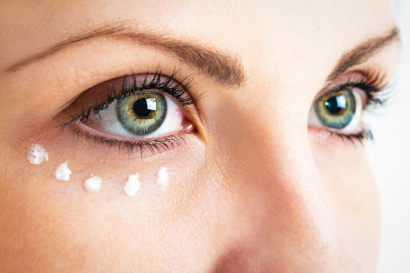 How to keep a youthful look: correction of the area around the eyes